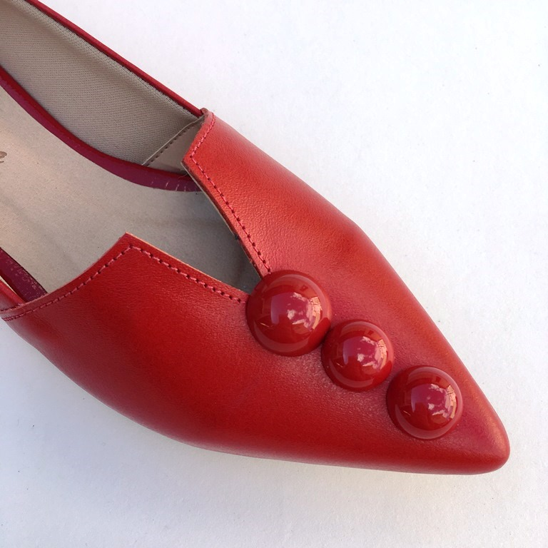 Sapatilha bico fino Vermelha Botão - Via Vitória Calçados BH